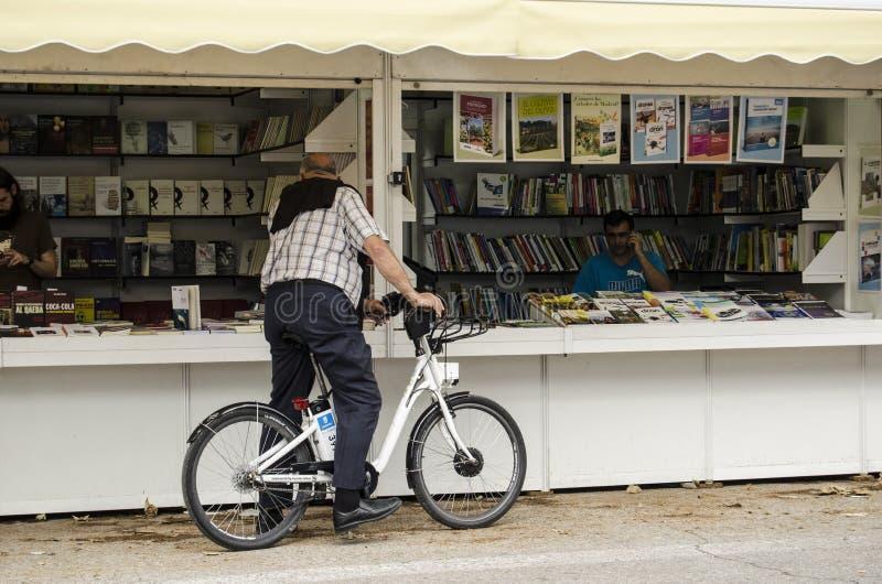 MADRID-SPAIN, 25 JUNIO 2018 - feria de libro en parque del ` s Retiro de Madrid fotografía de archivo