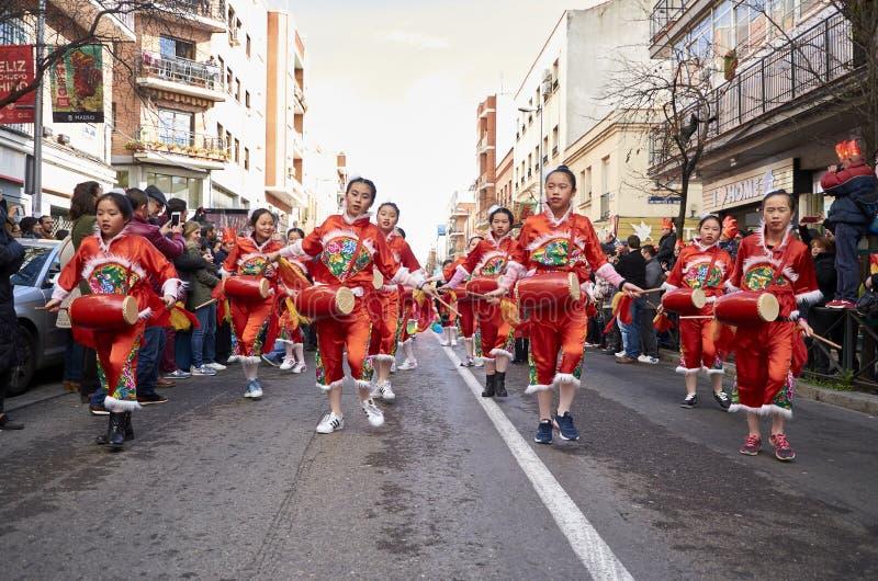 MADRID, SPANIEN; 01 28 2017: CHINESISCHES NEUJAHRSFEST 2017 PROZESSION IM BEZIRK VON USERA IN MADRID stockfoto