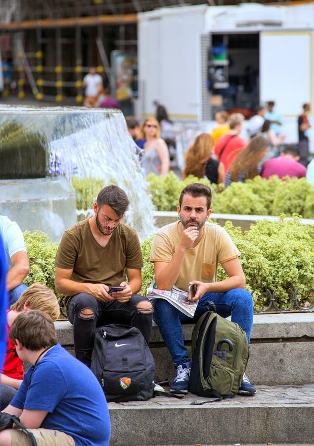 2017 05 31 Madrid, Spanien Folk på gatan av Madrid fotografering för bildbyråer