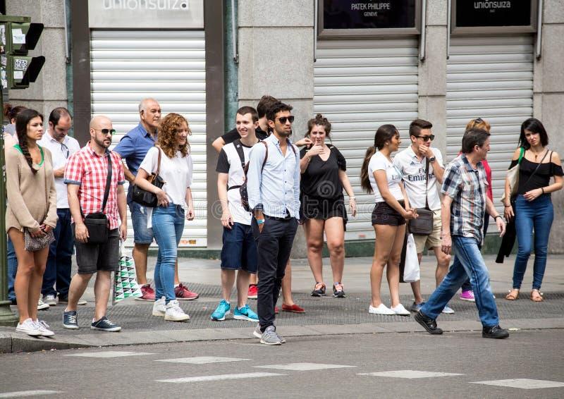 2017 05 31 Madrid, Spanien Folk på gatan av Madrid arkivfoton