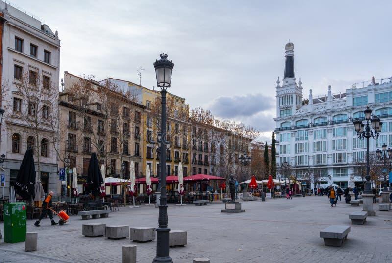 Madrid Spanien, Januaty 2019: Sikt av plazaen de Santa Ana i Madrid, med historiska byggnader royaltyfria foton