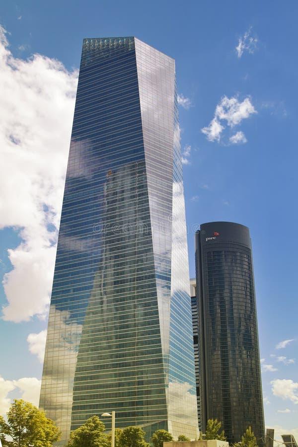 MADRID, SPANIEN - 22. Juli 2014: Madrid-Stadt, Geschäftszentrum, moderne Wolkenkratzer lizenzfreie stockfotografie