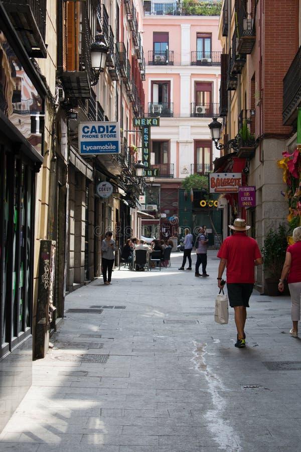 Madrid Spanien - kan 19 2018: Folkmassa p? den puerta del solenoid fyrkanten royaltyfria foton