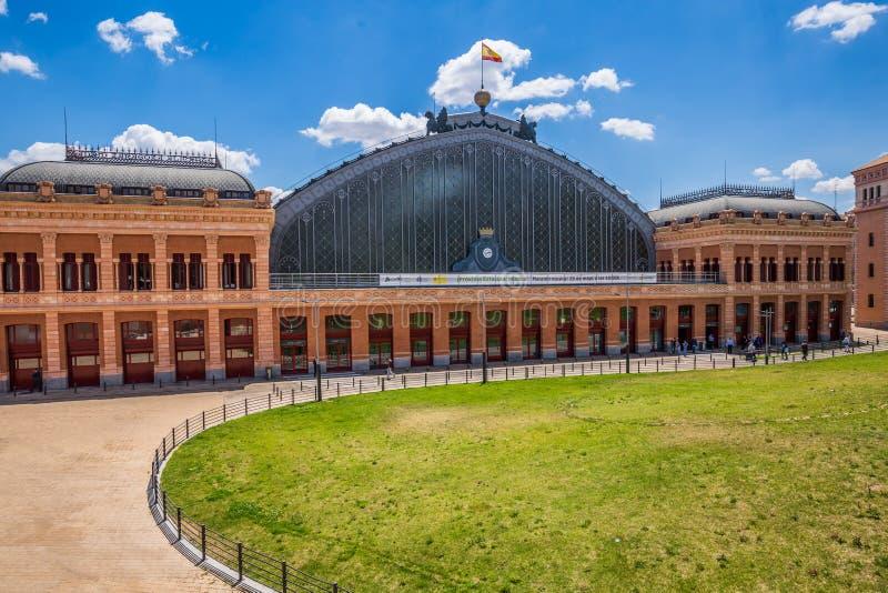 MADRID, SPANIEN - 25. MAI 2015: Bahnhof Atocha in Madrid, stockfotos