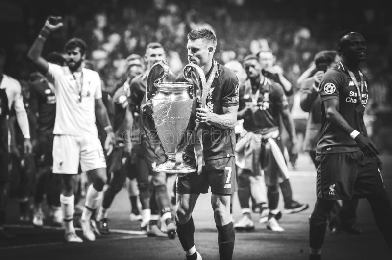 Madrid, Spanien - 1. MAI 2019: James Milner mit mit Cup feiern ihr Gewinnen des UEFA Champions League 2019 nach dem Schluss lizenzfreie stockfotografie