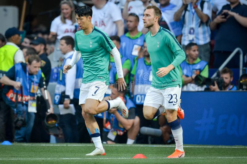 Madrid Spanien - 01 MAJ 2019: Heung-minut son och Christian Eriksen under den UEFA Champions Leaguefinalmatchen 2019 mellan FC arkivbild
