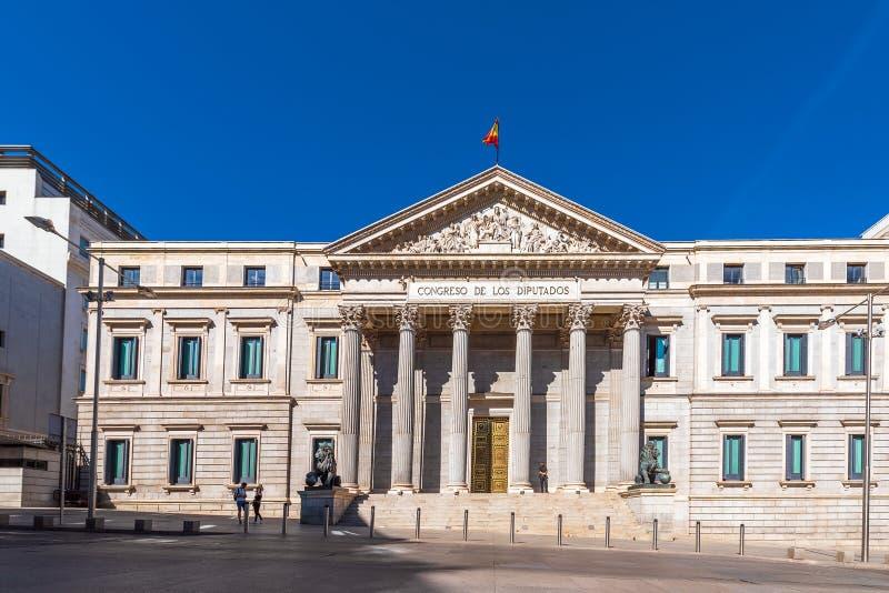 MADRID SPANIEN - SEPTEMBER 26, 2017: Palacio de las Cortes eller Congreso de los Diputados Kongress av ersättare royaltyfri bild