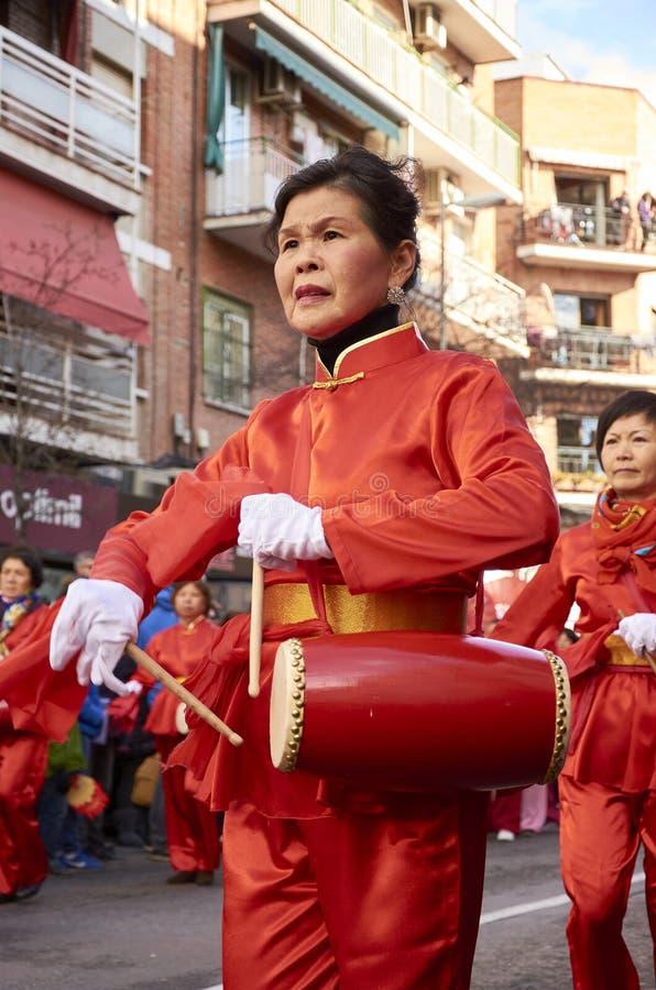 MADRID, SPANJE; 01 28 2017: CHINEES NIEUWJAAR 2017 OPTOCHT IN HET DISTRICT VAN USERA IN MADRID stock afbeeldingen
