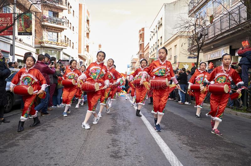 MADRID, SPANJE; 01 28 2017: CHINEES NIEUWJAAR 2017 OPTOCHT IN HET DISTRICT VAN USERA IN MADRID stock fotografie