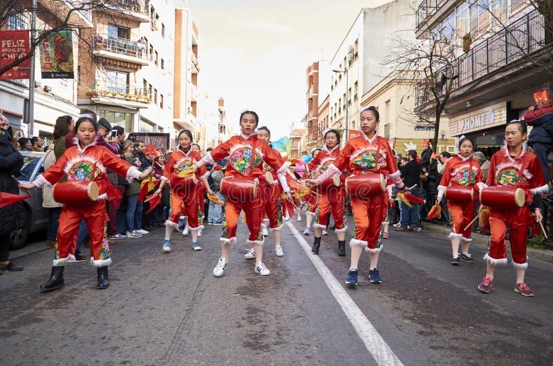 MADRID, SPANJE; 01 28 2017: CHINEES NIEUWJAAR 2017 OPTOCHT IN HET DISTRICT VAN USERA IN MADRID royalty-vrije stock afbeelding