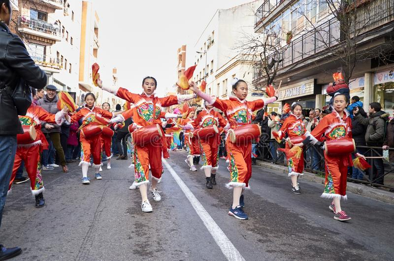 MADRID, SPANJE; 01 28 2017: CHINEES NIEUWJAAR 2017 OPTOCHT IN HET DISTRICT VAN USERA IN MADRID stock fotografie