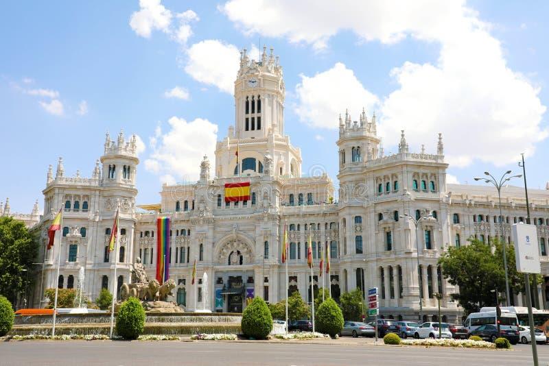MADRID, SPANJE - JULI 2, 2019: de belangrijkste voorgevel van het Stadhuis, die bij Plaza DE Cibeles vierkant wordt gevestigd, Ge stock foto
