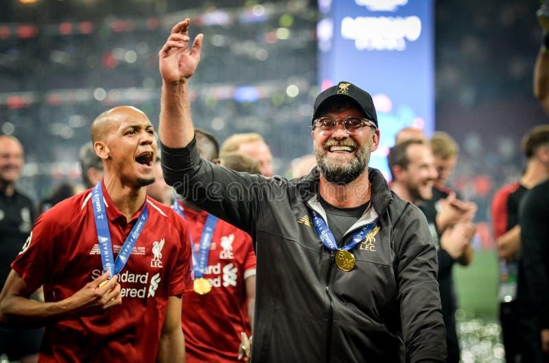 Madrid, Spanje - 01 MEI 2019: Fabinho en Jurgen Kloppcelebrate hun het winnen van het UEFA Champions League 2019 na def. royalty-vrije stock foto
