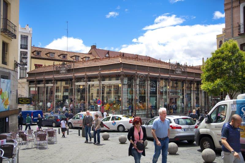 MADRID, SPANJE - MEI 28, van 2014 de markt van Mercado San Miguel, Stadscentrum, oude straat en gebouwen van Madrid stock afbeelding