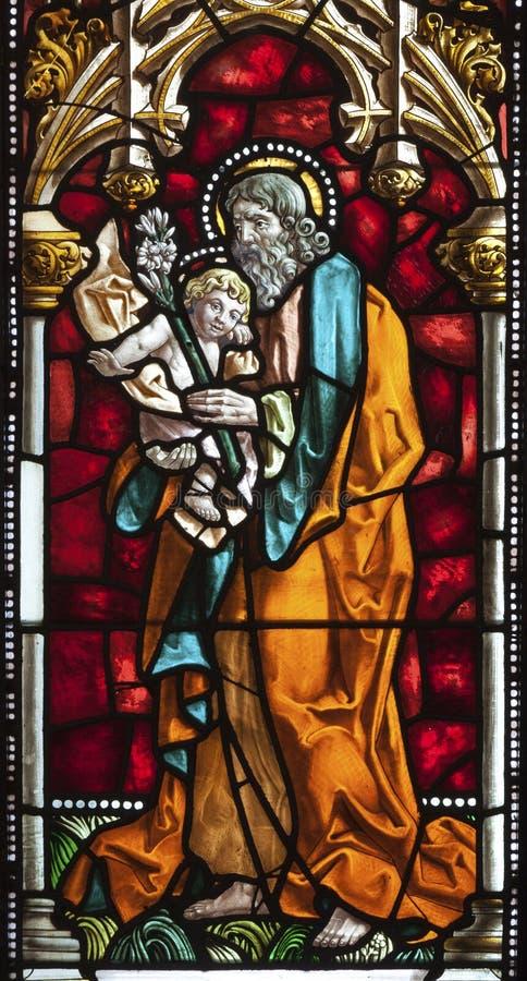 Madrid - St Joseph von der Fensterscheibe der Kirche San Jeronimo el Real stockfotos