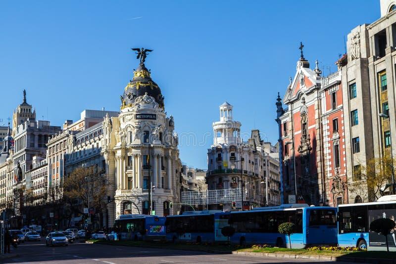 Madrid van de binnenstad, Spanje, waar Calle de Alcala Gran via ontmoet Dit zijn een aantal van de beroemdste en bezige straten i royalty-vrije stock afbeelding