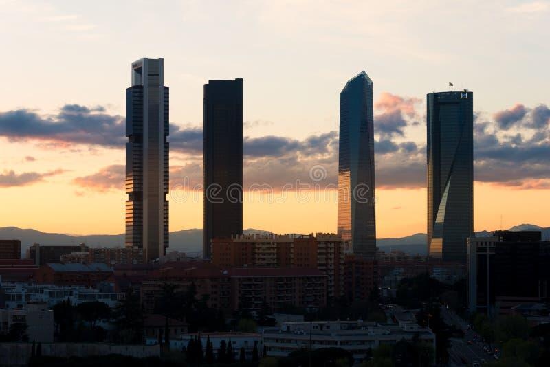 Madrid Vier horizon van het Torens de financiële district tijdens zonsondergang in M royalty-vrije stock afbeeldingen