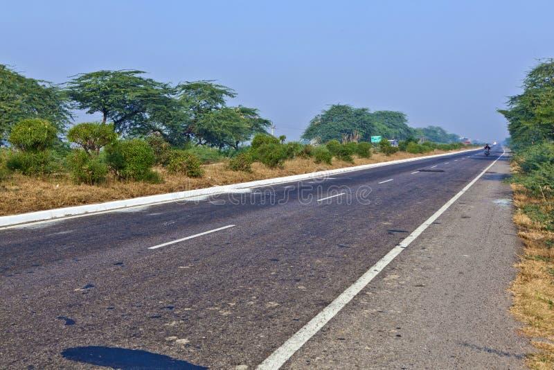 Madrugada de la carretera en la India foto de archivo