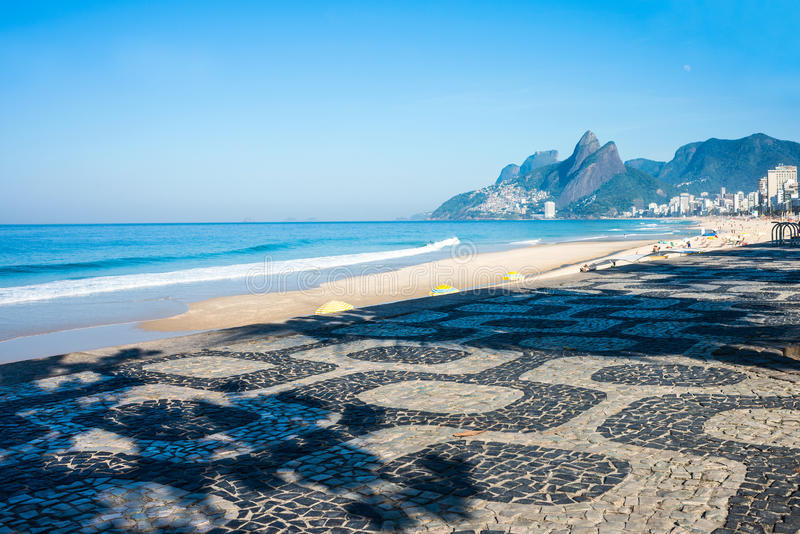 Madrugada en la playa de Ipanema foto de archivo libre de regalías