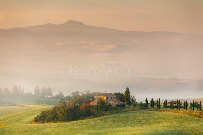 Madrugada en Toscana, Italia fotografía de archivo