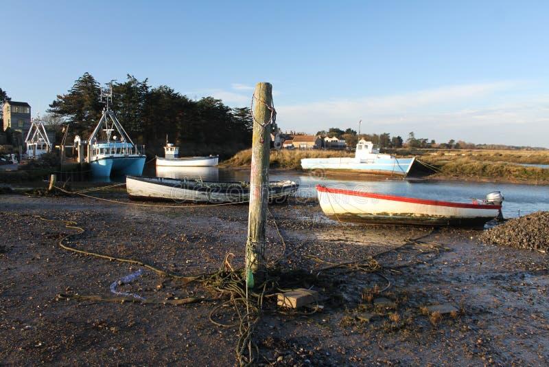 Madrugada, mareas hacia fuera, escena del puerto imagenes de archivo