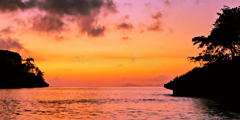 Madrugada sobre el mar del Caribe imagen de archivo