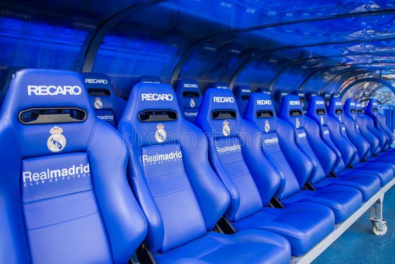 MADRYT HISZPANIA, MAJ, - 14, 2009: trenuje i rezerwy ławka na Santiago Bernabeu stadium w Madryt Domowa arena Real Madrid CF r obrazy stock