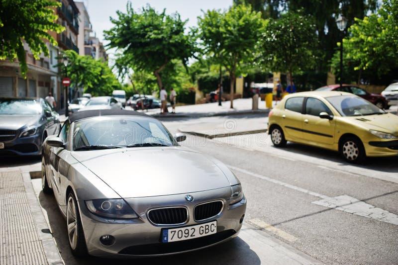 Madryt, Hiszpania - 24 Sierpień, 2017: popielata terenówka BMW Z4 parkujący obok fotografia stock