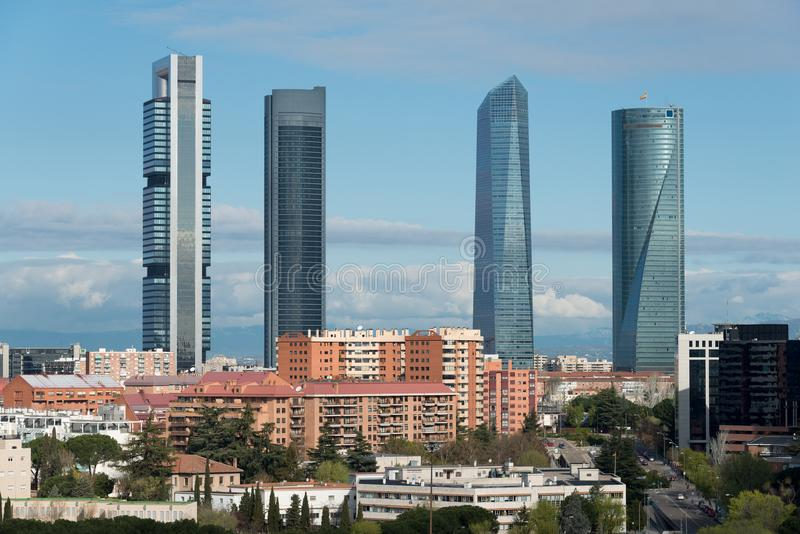 Madryt pejzaż miejski przy dniem Krajobraz Madryt biznesu buildi obrazy stock