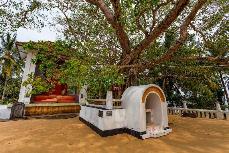 MADU甘加,斯里兰卡- 2013年12月7日:在Kothduwa寺庙的菩萨雕象 图库摄影