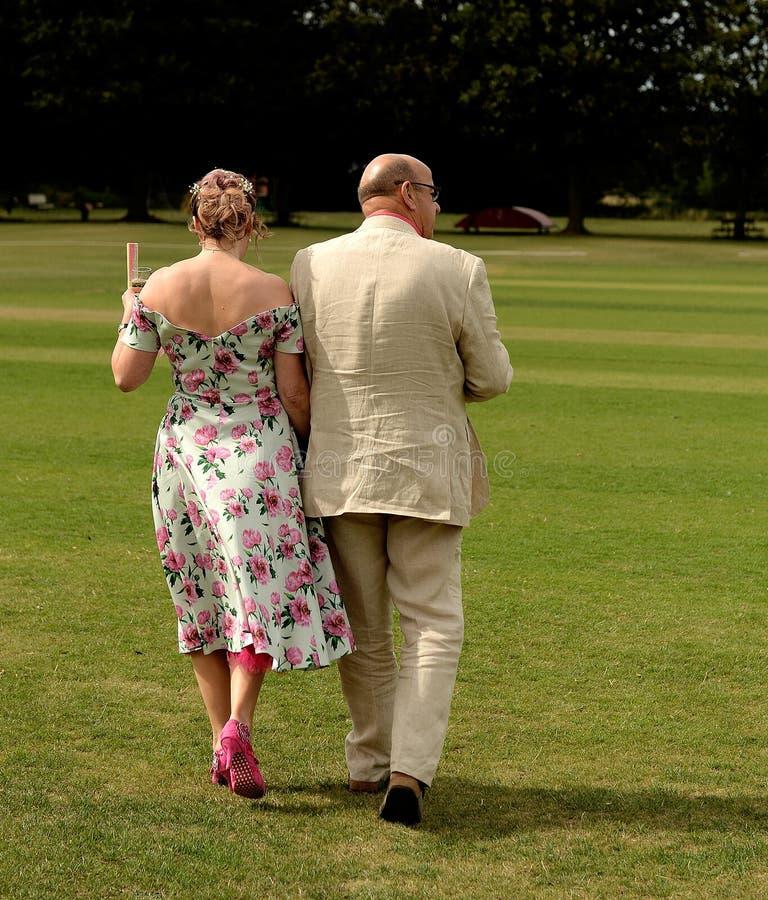 Madure a la pareja que consigue casada imagen de archivo libre de regalías