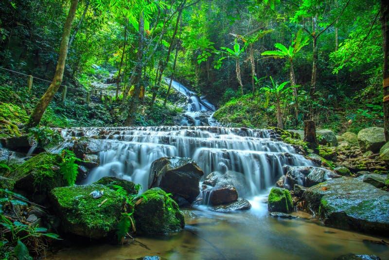 mae部落瀑布chiangmai泰国 图库摄影