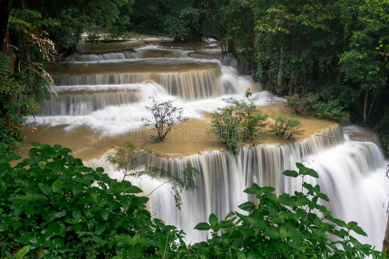Mae Huai Waterfall It è una bella cascata in Tailandia Situato in Kanchanaburi fotografie stock