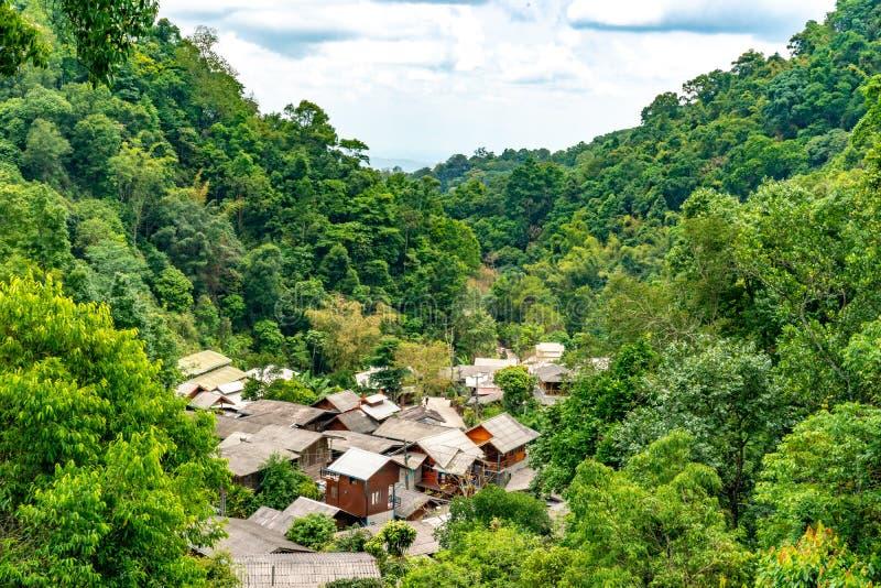 Mae Kampong ha individuato nelle montagne a nordest di Chiang Mai, la piccola citt? adorabile famosa lungo un'insenatura d'avvolg fotografie stock libere da diritti