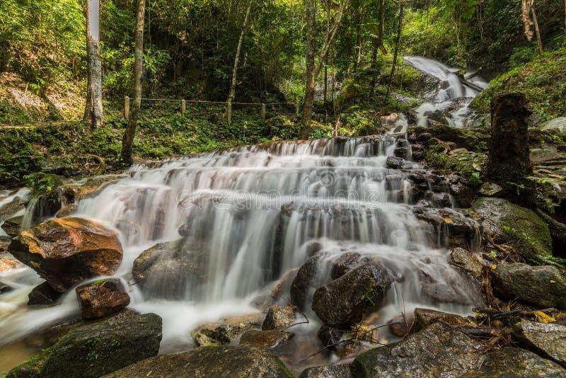 Mae Kampong Waterfalls em Chiang Mai imagem de stock