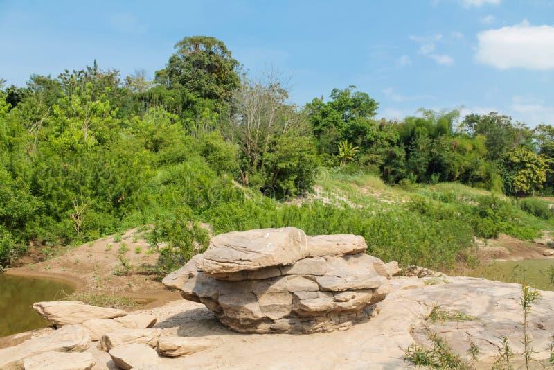 Mae Khong-Flussbank an Thailand- und Laos-Grenze lizenzfreie stockbilder