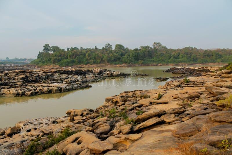 Mae Khong-Flussbank an Thailand- und Laos-Grenze stockbilder
