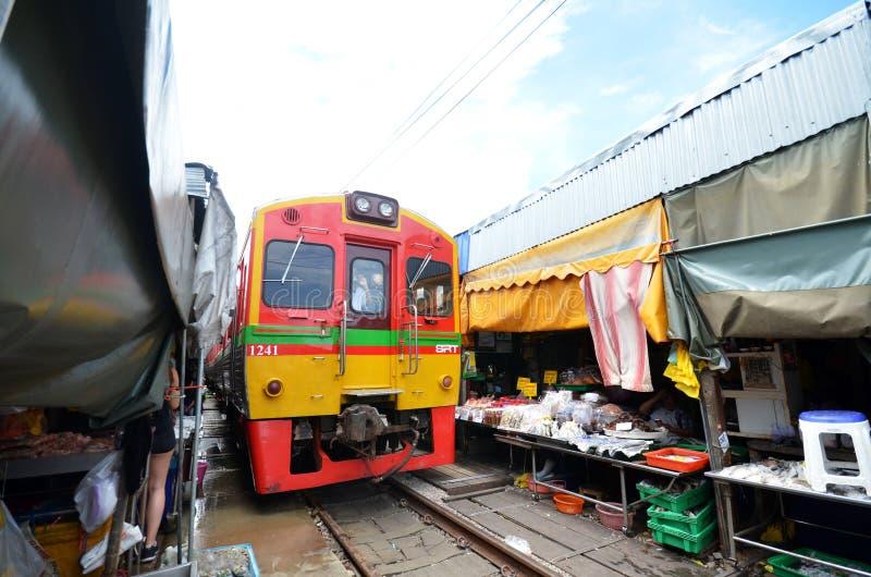 Mae Klong-trein marrket, Thailand royalty-vrije stock afbeeldingen