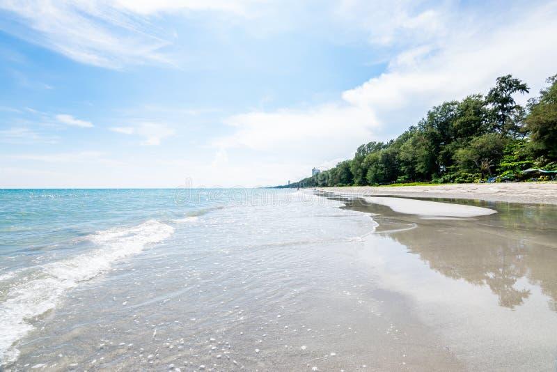 Mae Ram Phueng Beach, le beau et tranquille pour la relaxation les bonnes vacances, est les attractions dans Rayong, Thaïlande images stock
