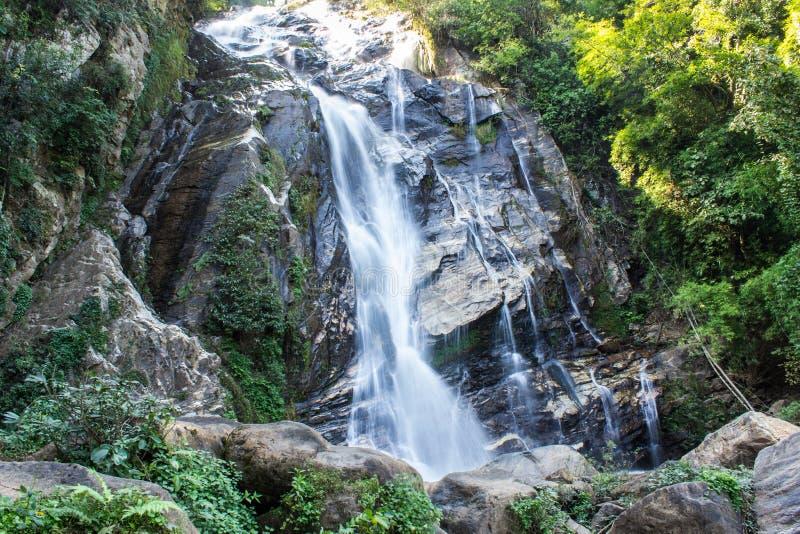 Mae Tia siklawa, Ob płuca park narodowy w Chiangmai Tajlandia obraz royalty free