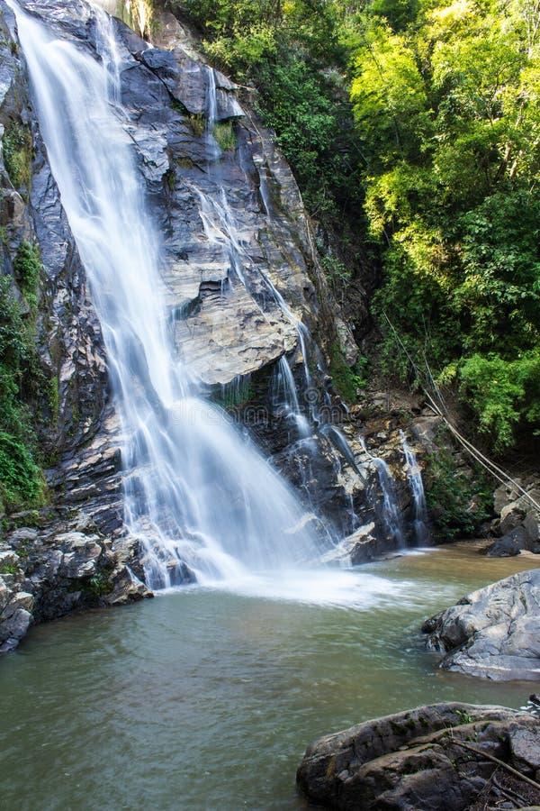 Mae Tia siklawa, Ob płuca park narodowy w Chiangmai Tajlandia zdjęcia stock
