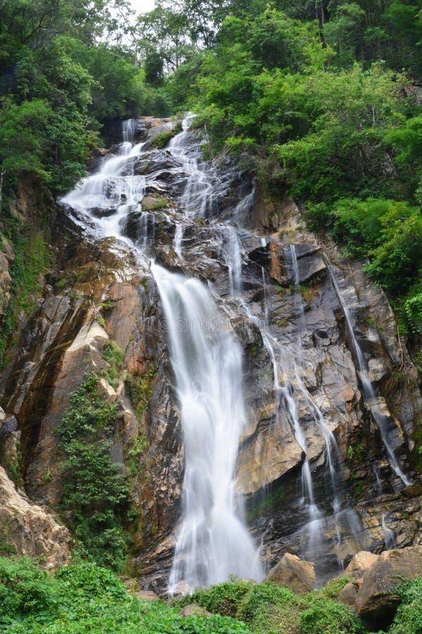 Mae Tia siklawa w Ob Luang parku narodowym, Chiang Mai, Tajlandia zdjęcie stock