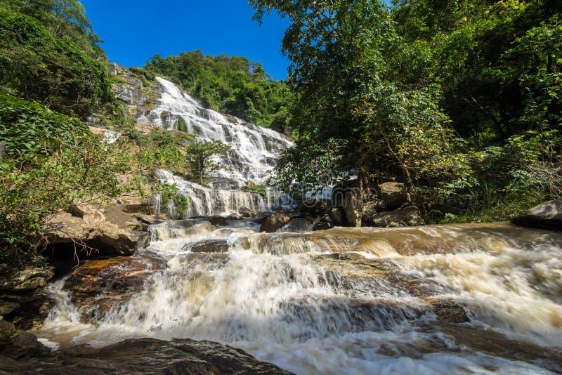 Mae Ya siklawa, krajobrazowy Tajlandia zdjęcie royalty free