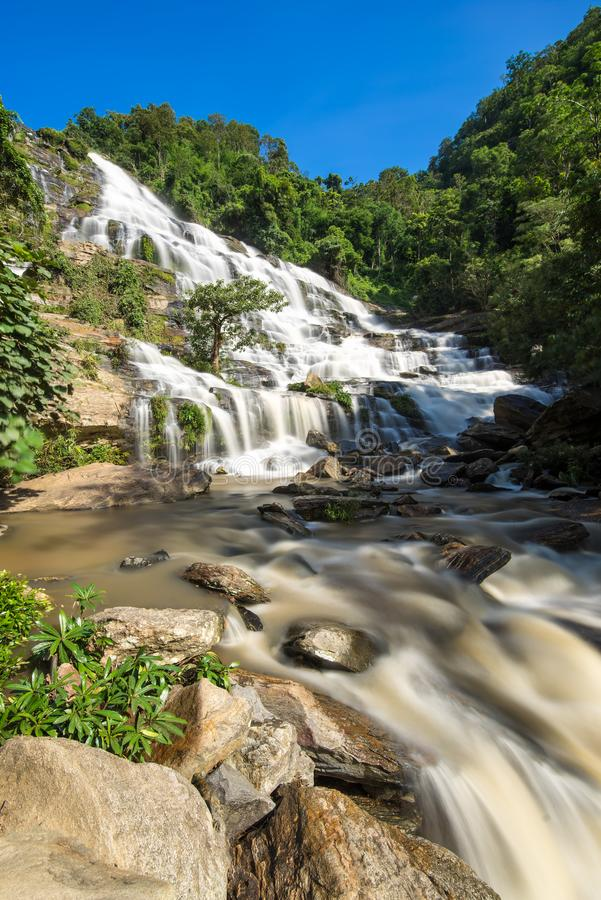 Mae Ya siklawa przy Doi Inthanon parkiem narodowym Tajlandia zdjęcia stock
