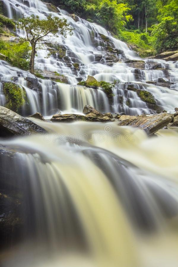 Mae Ya vattenfall royaltyfri fotografi