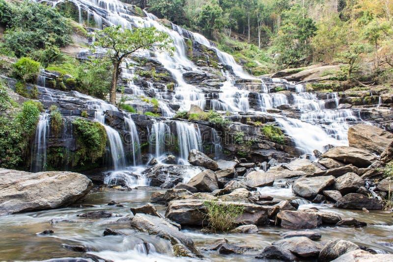 Mae Ya-waterval, het nationale park van Doi Inthanon, Chiang Mai Thailand stock afbeelding