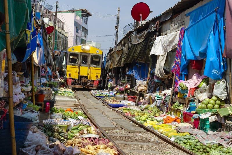 Maeklong drevmarknad, Thailand royaltyfria bilder