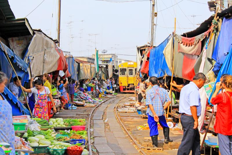 Maeklong drevmarknad, Maeklong, Thailand royaltyfria bilder