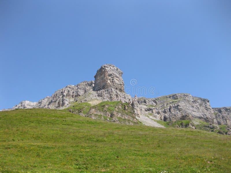Maerchstoeckli de la montaña en las montañas suizas en un día de verano soleado foto de archivo libre de regalías