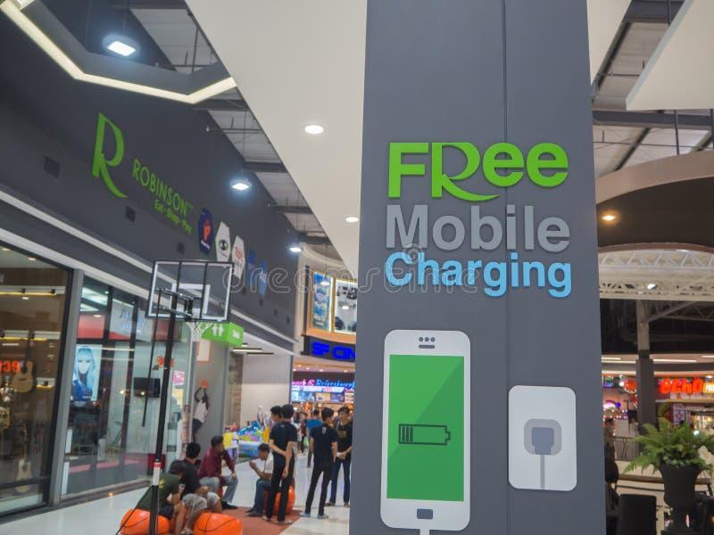 MAESOD, THAILAND-APRIL, 2017: Bezpłatny mobilny ładuje staci znak zdjęcie stock